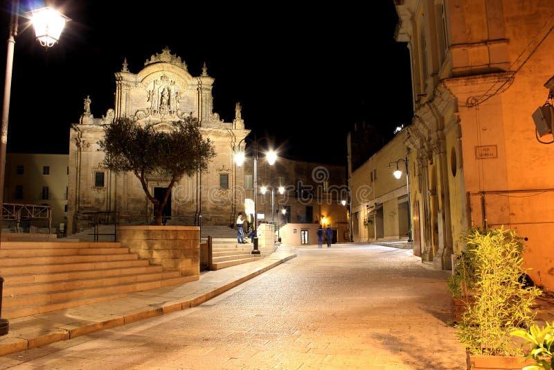"""Церковь Сан Francesco d """"Assisi, Matera, Базиликаты, Италии - взгляда ночи стоковое изображение"""