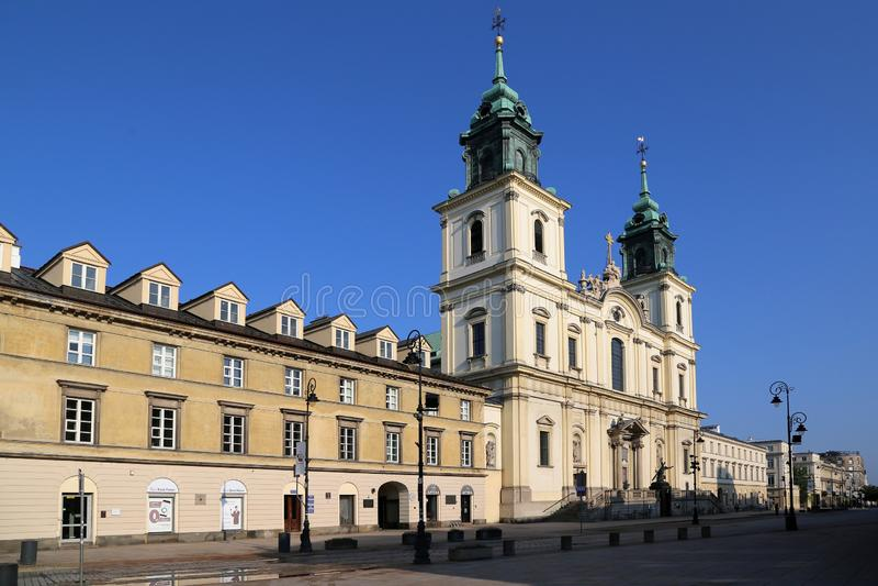 Церковь святого креста на центральном пешеходном пригороде Краков улицы стоковые фотографии rf