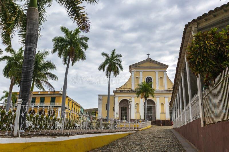 Церковь святой троицы в площади главной в Тринидаде стоковая фотография