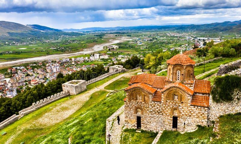 Церковь святой троицы на цитадели Berat в Албании стоковое фото rf
