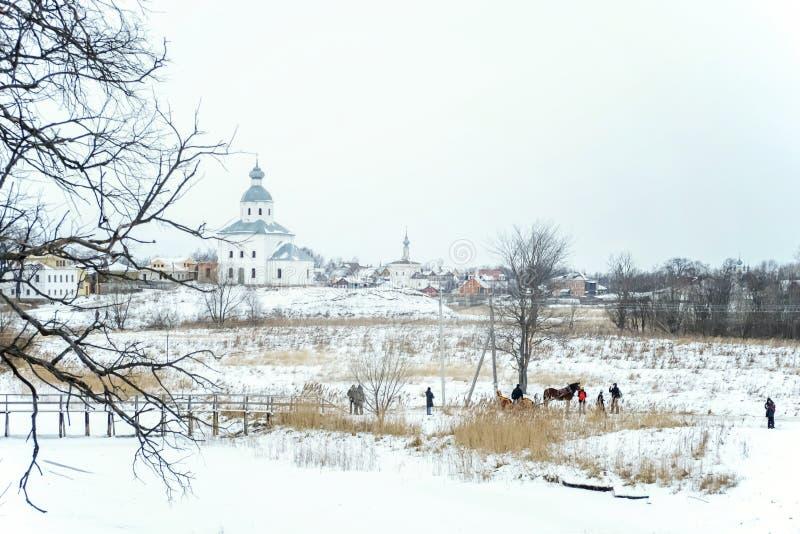 Церковь Святых Питера и Пола на Suzdal в зиме Россия стоковая фотография rf