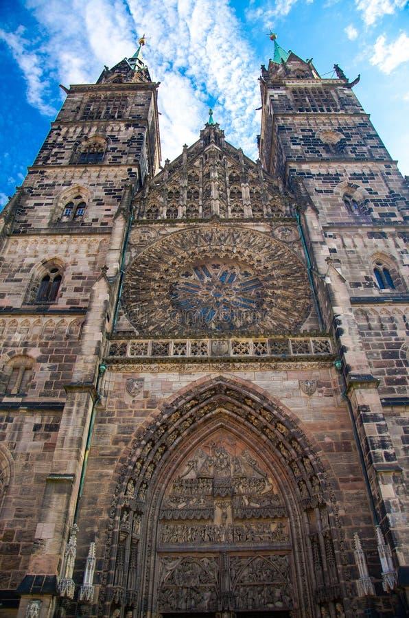 Церковь Св. Лаврентия в старом городке Нюрнберге Nurnberg, Баварии, Ger стоковое фото rf