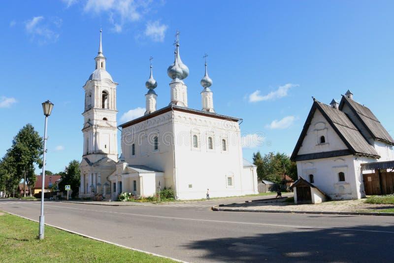 Церковь Смоленска с колокольней в Suzdal стоковое фото