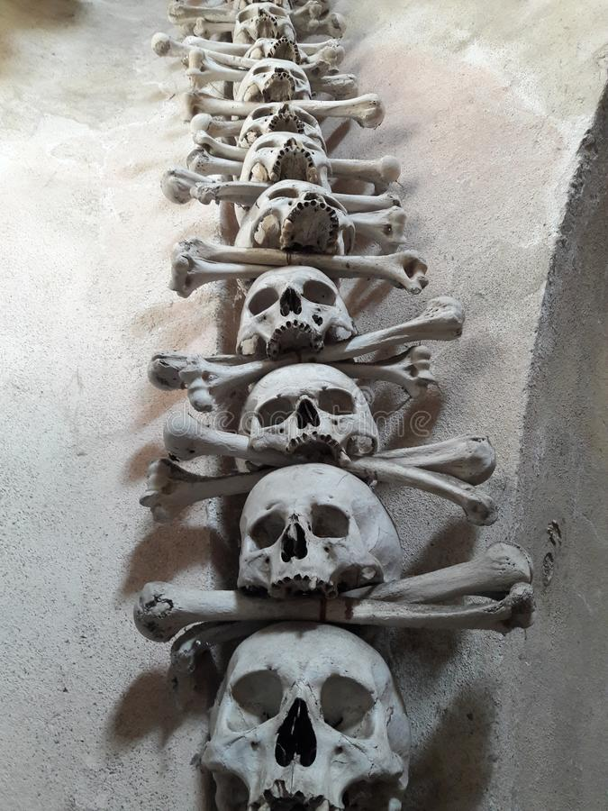 Церковь старого ремесла барочная в смерти статуи ткачей ossuary Праги стоковое изображение rf