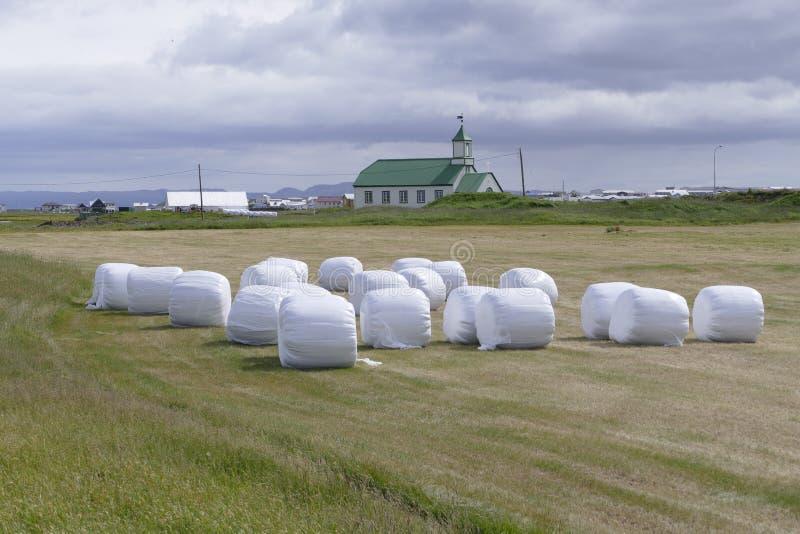 Церковь с зеленой крышей на gardur Исландии стоковое фото rf