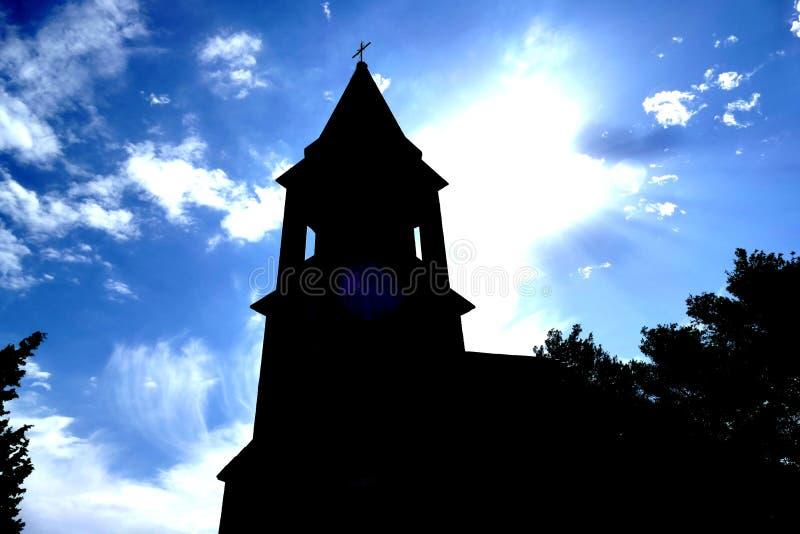Церковь с целью голубого неба стоковое фото rf