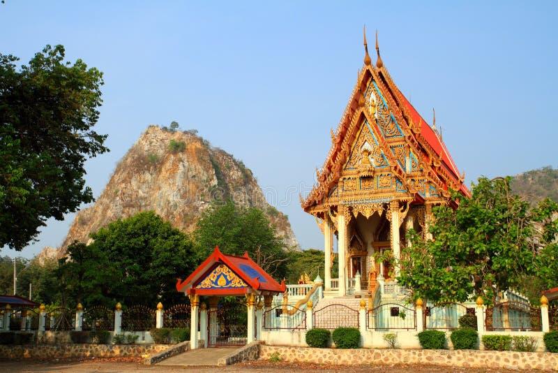 Церковь Таиланда построила в горный склон стоковая фотография