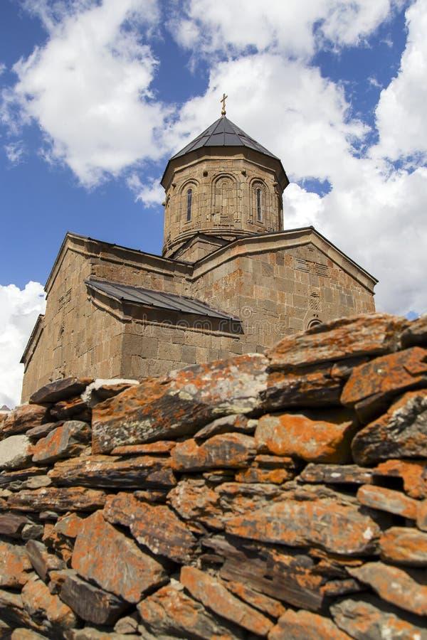 Церковь троицы на podnlzhiya Kazbek держателя Ортодоксальность, стоковые фотографии rf