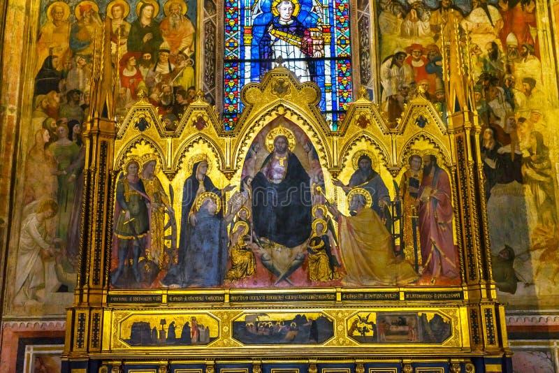 Церковь Флоренс Италия повести Santa Maria часовни Strozzi спасителя Altarpiece стоковые изображения