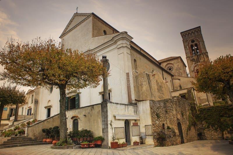 Церковь Duomo собора Ravello, se побережья Амальфи среднеземноморского стоковое изображение rf