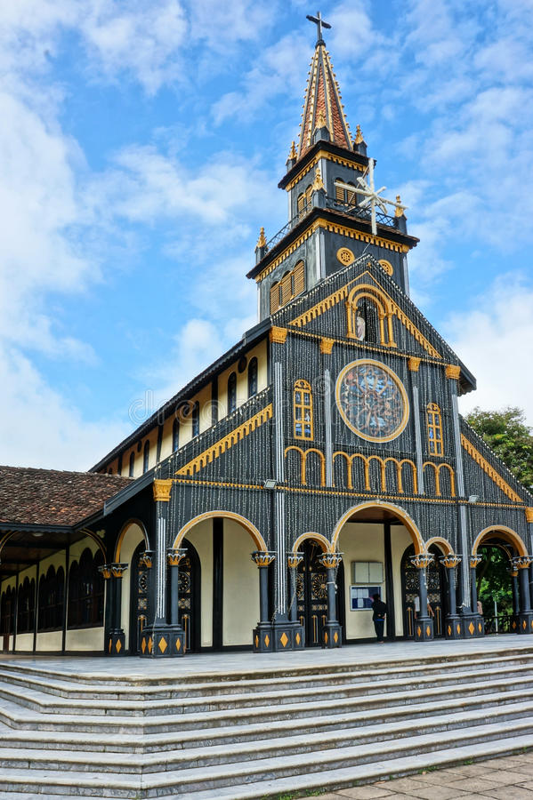 Церковь Kontum деревянная, старый собор, наследие стоковое фото