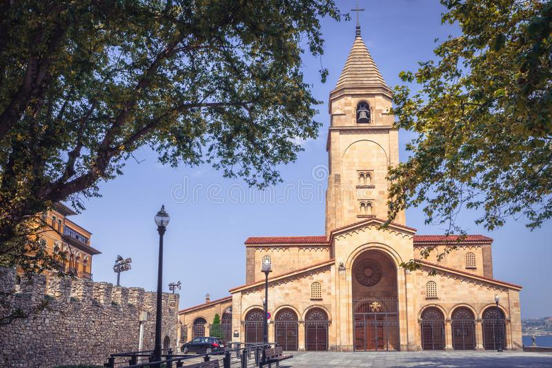Церковь ` s San Pedro внутри на Gijon, Астурии, северной Испании стоковые фотографии rf