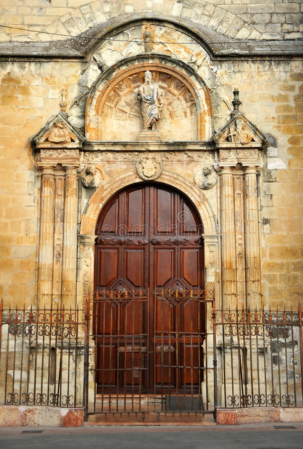 Церковь San Mateo в провинция Lucena, Cordoba, Андалусия, Испания стоковые фото