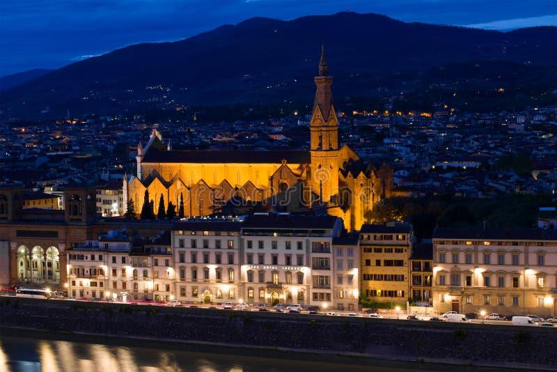 Церковь Santa Croce di базилики святого креста в пейзаже ночи Флоренция стоковые фото
