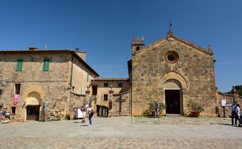 Церковь Santa Maria Monteriggioni Toscana r стоковые изображения rf
