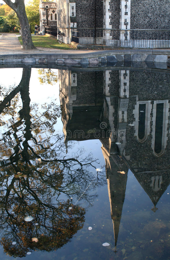 Download Церковь St. Alban в Копенгагене Стоковое Изображение - изображение насчитывающей зеркало, углом: 33728925