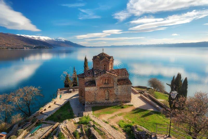Церковь St. John теолог - на Kaneo, Ohrid, македонии стоковые фото