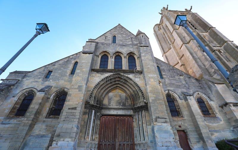Церковь St Laurent sur Уазы Beaumont, Франции стоковая фотография rf
