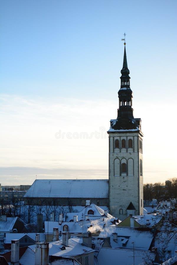 Церковь St Nicholas как увидено от платформы просмотра Kohtuotsa tallinn эстония стоковые фотографии rf