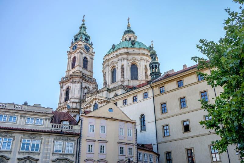 Церковь St Nicolas в Праге стоковые фото