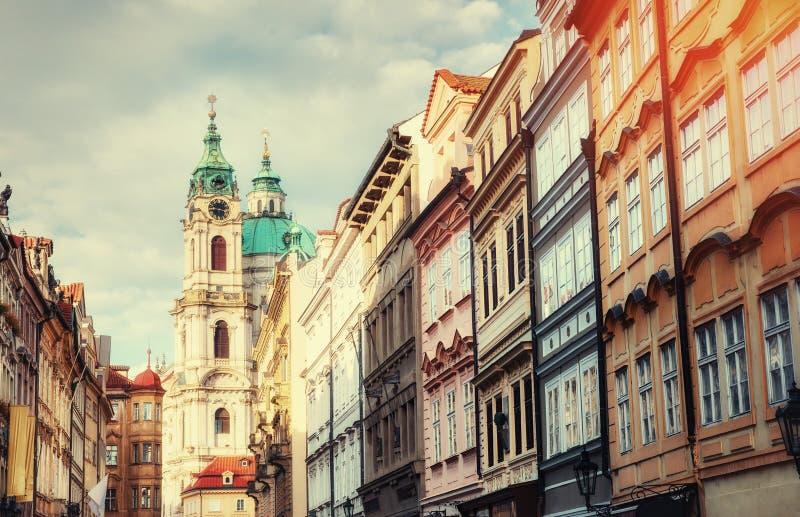 Церковь St Nicolas в районе Mala Strana Праги стоковые фотографии rf