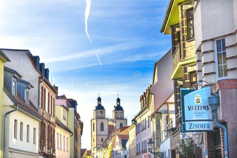 Церковь Stadtkirche Lutherstadt города красочного St Mary улицы стоковое изображение rf