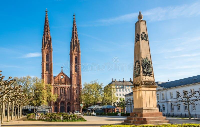 Церковь StBonifatius с мемориалом для Nassauers упаденного на сражение Ватерлоо в Висбадене стоковая фотография rf