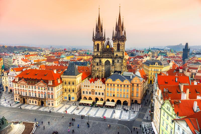 Церковь Tyn и старая городская площадь, Прага, чехия стоковые фотографии rf