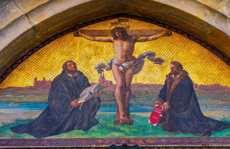 Церковь Wittenber замка мозаики распятия Luther двери 95 тезисов стоковые фотографии rf
