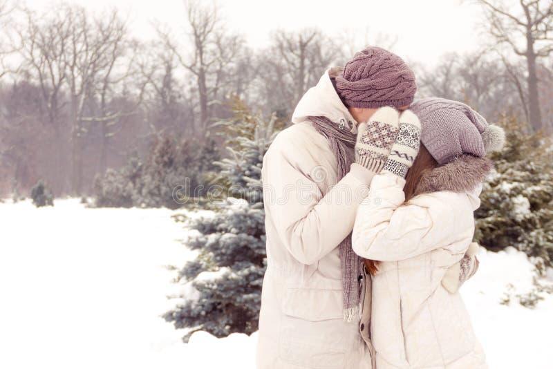 Фото пар зимой со спины