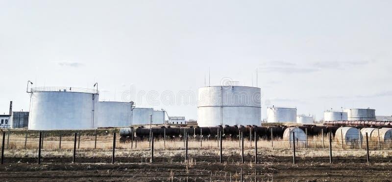 Цилиндрические белые танки для хранения стоковые фотографии rf
