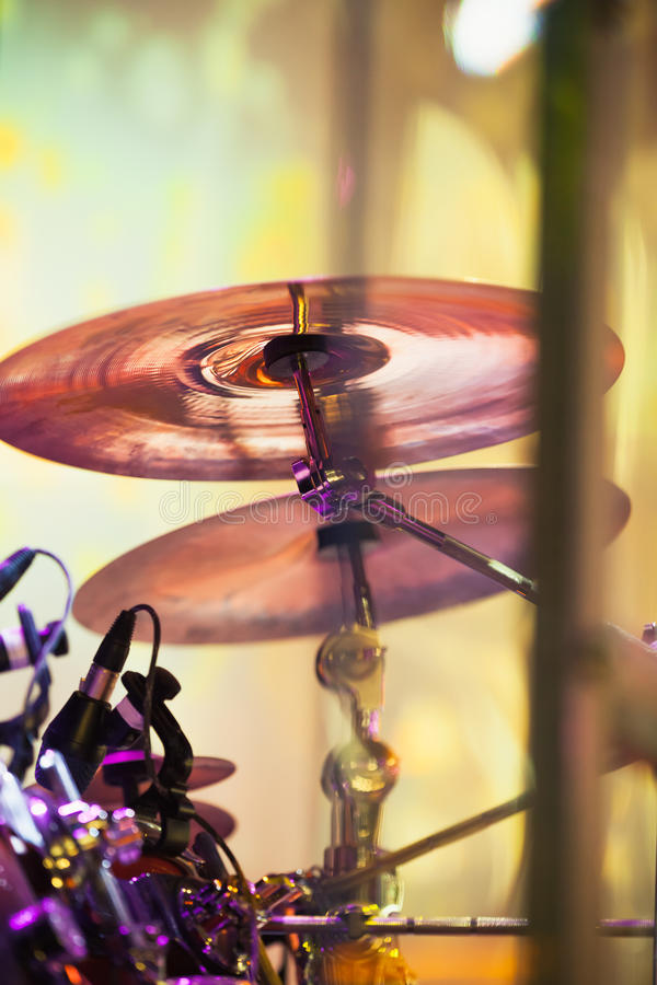 Цимбалы в барабанчике установленном на этап стоковые фотографии rf