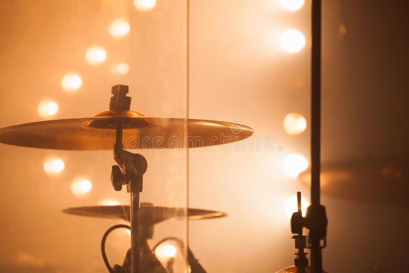 Цимбалы как часть комплекта барабанчика утеса стоковое фото rf