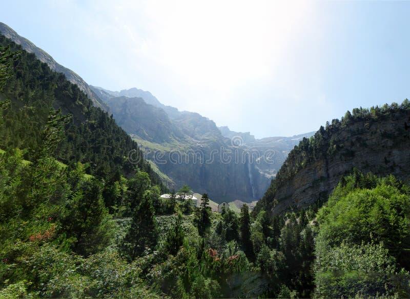 Цирк Gavarnie в французских Haute горах Пиренеи стоковое фото rf