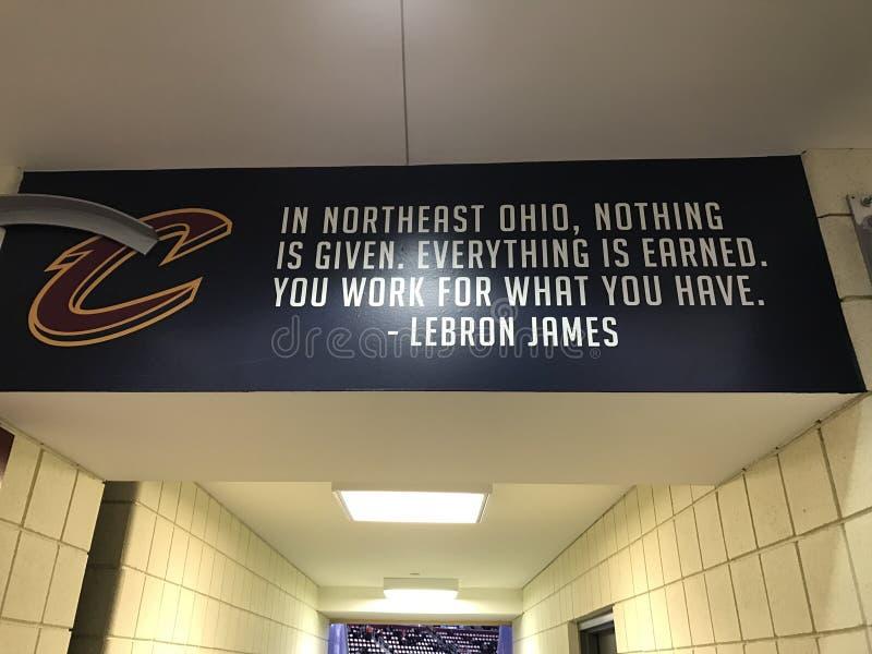 Цитата LeBron Джеймс в арене Кливленда стоковые изображения