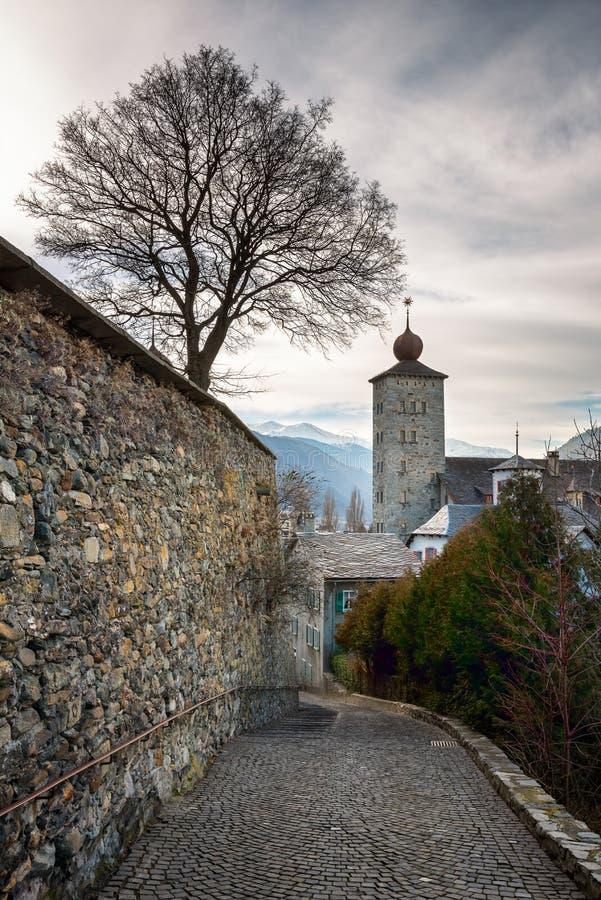 Цитадель Stockalper и стена обороны в бриге стоковые фото