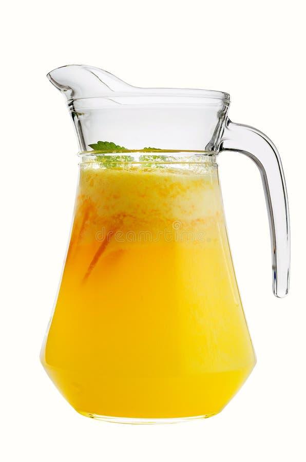 Цитрус, апельсин, лимонад в стеклянном кувшине на белой предпосылке стоковые фото