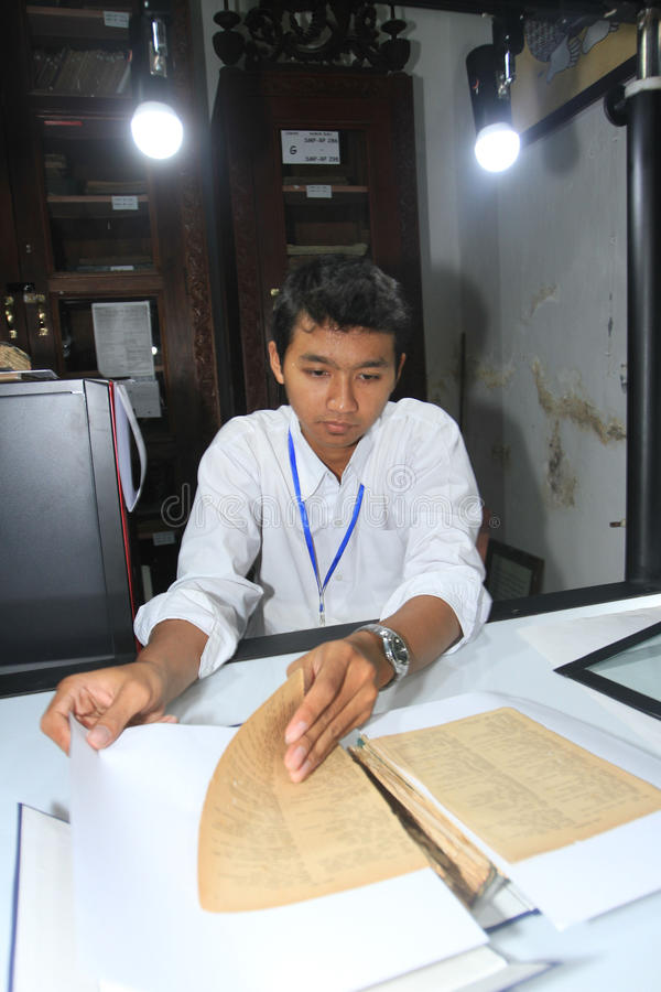 Цифрование старых рукописей стоковое фото