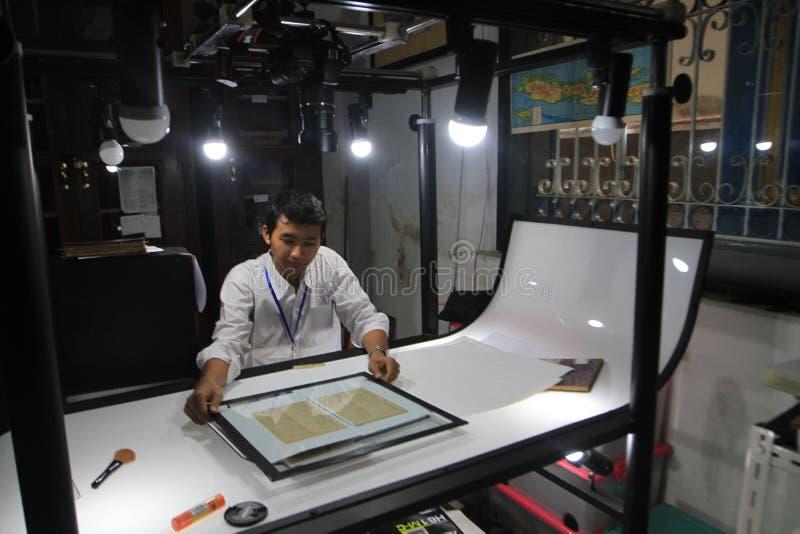 Цифрование старых рукописей стоковая фотография rf
