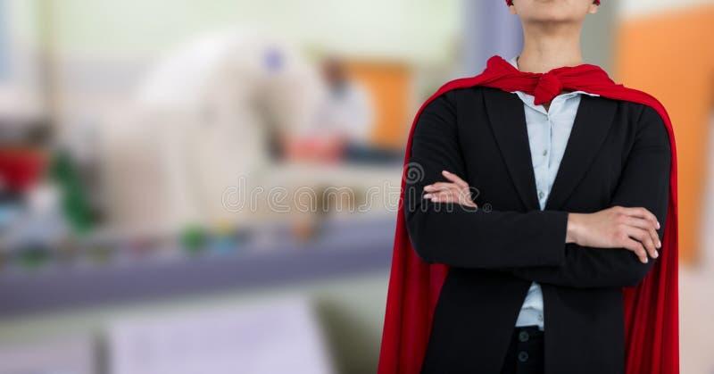 Цифровая иллюстрация человека в накидке, переходящего руки через cityscape стоковое фото