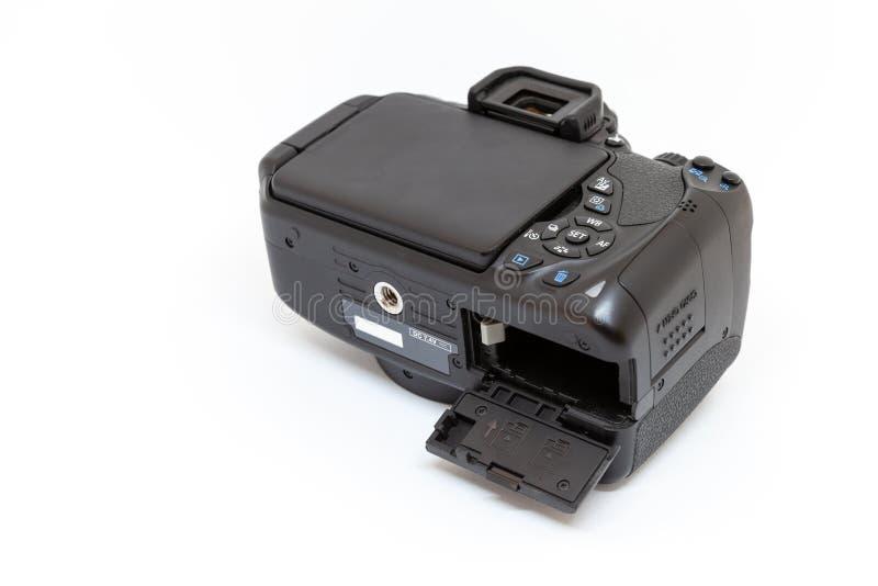 Цифровая фотокамера с открытым аккумуляторным отделением стоковая фотография rf