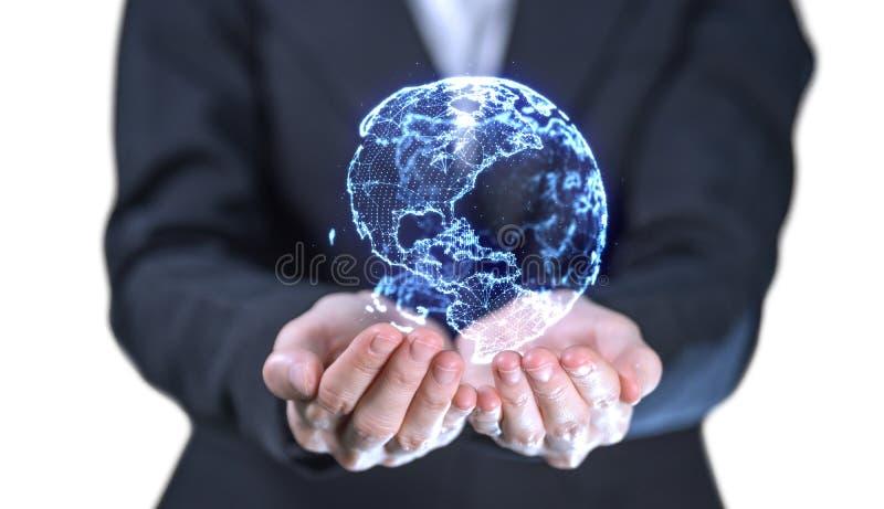 Цифровой hologram мира в руке бизнес-леди на белой предпосылке для информационного соединения технологии или концепции сети стоковая фотография rf