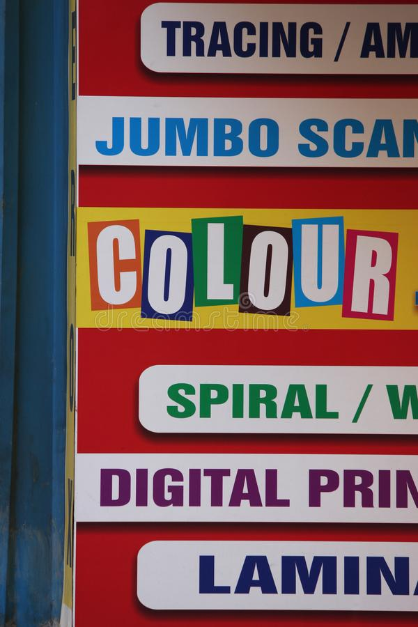 Цифров печатая знамя в других цветах стоковые фото