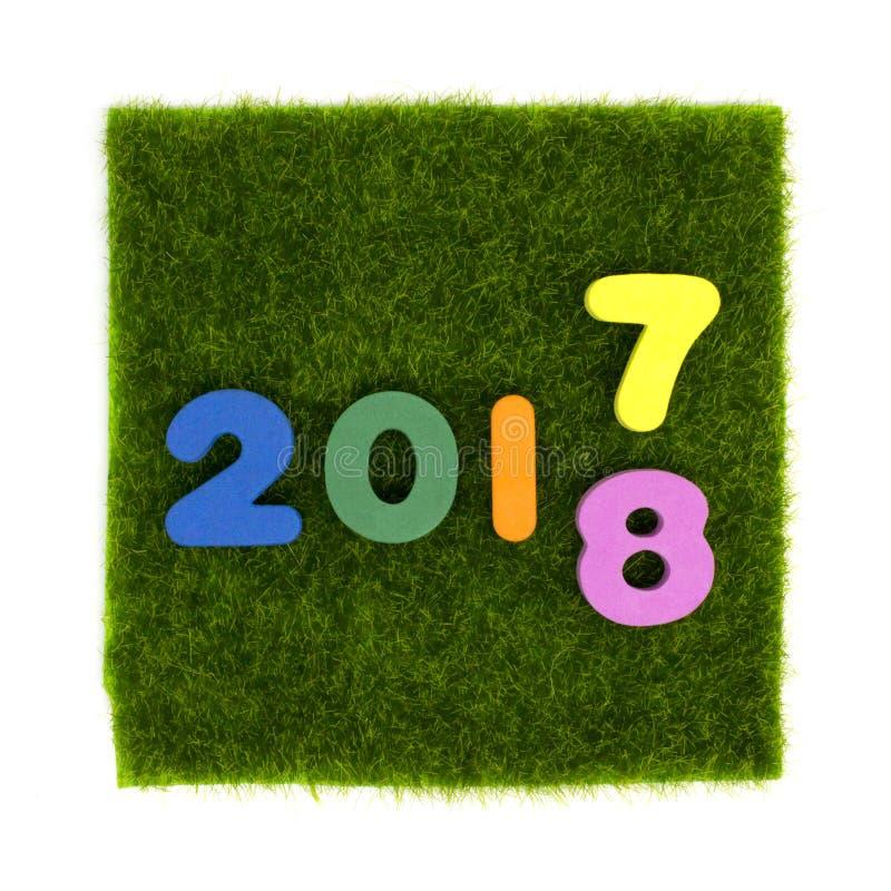 Цифр 2017 до 2018 отсутствие квадрата зеленой травы стоковые фото