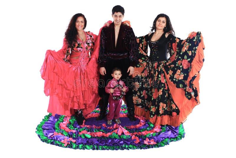 Цыганский ансамбль песни и танца Изолировано на белизне стоковая фотография