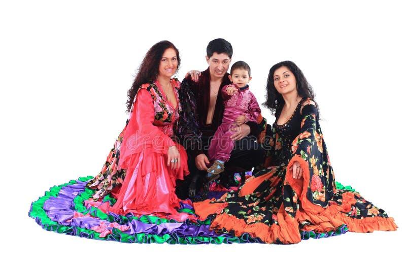 Цыганский ансамбль песни и танца Изолировано на белизне стоковое фото rf