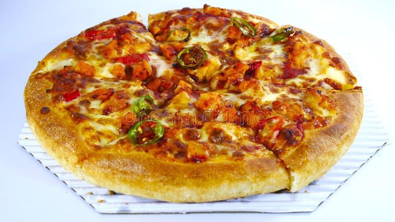 Цыпленок барбекю chili пиццы стоковая фотография