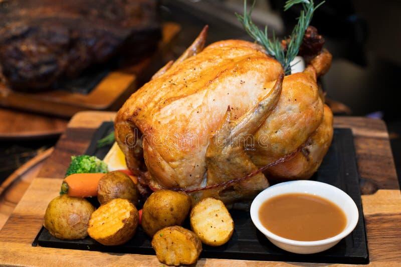 Цыпленок Турции всего тела жаркого барбекю стоковая фотография