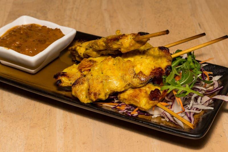 Цыпленок Satay с соусом арахиса стоковая фотография rf