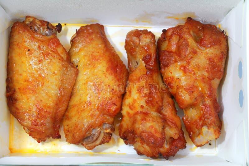 Цыпленок в белой коробке стоковые фотографии rf